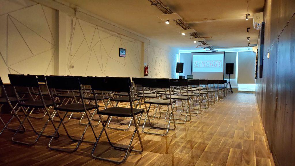 Sala para conferências com 60 lugares